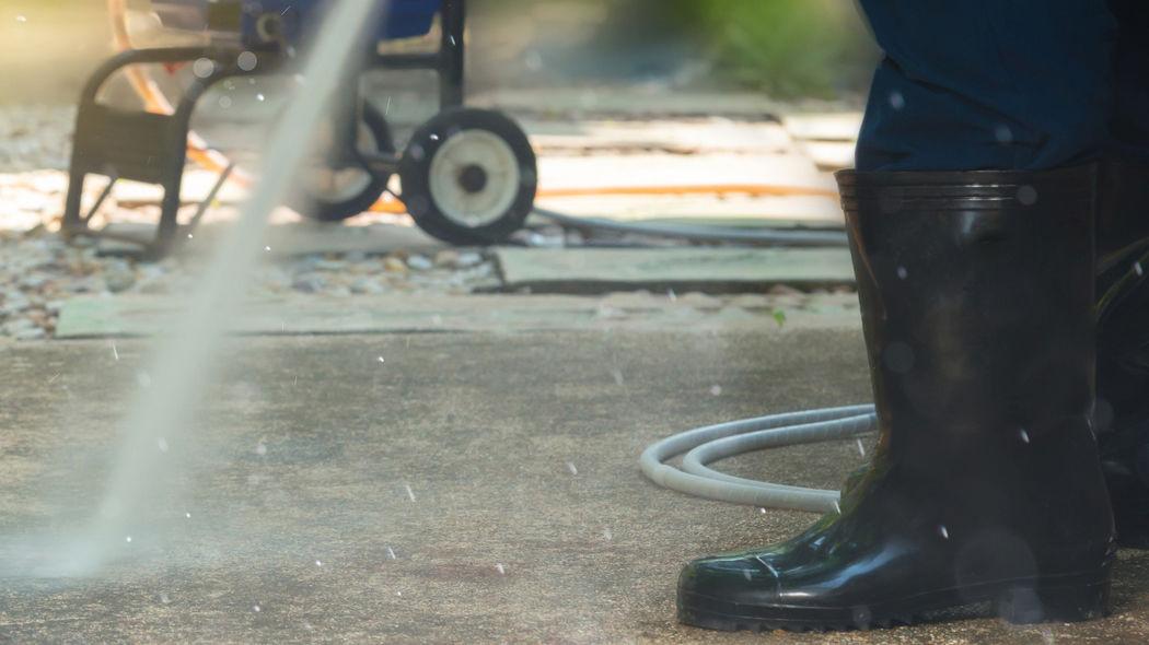 Betonboden reinigen und pflegen: Der Ratgeber